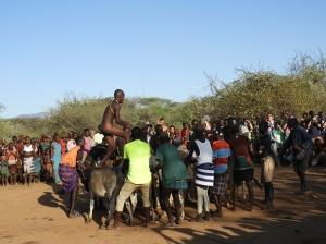 Bull Jumping of Ukuli Bula bij Hamar stam